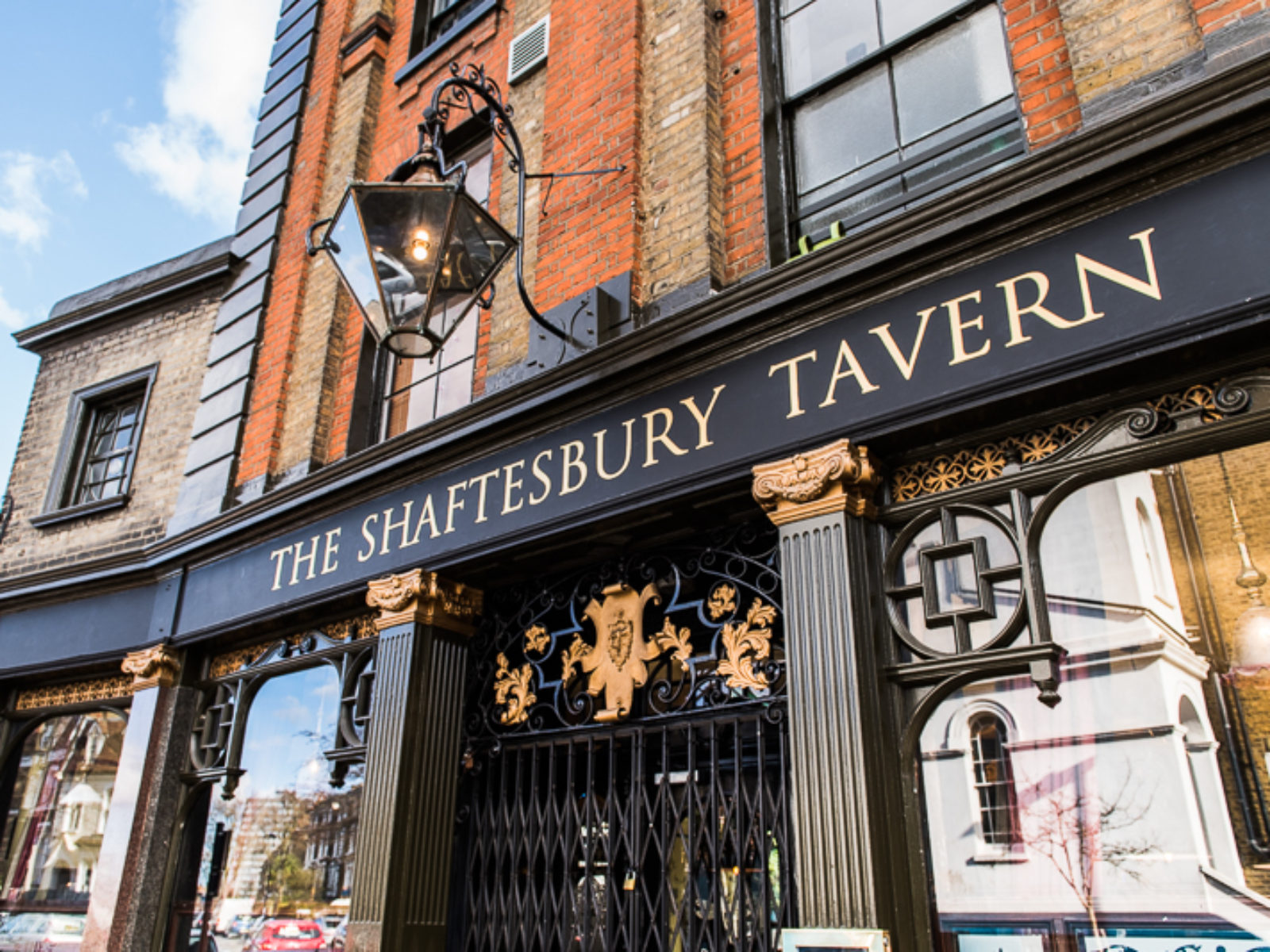 Shaftesbury Tavern Outside